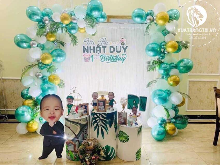 trang trí sinh nhật cho bé trai Nhật Duy tông màu xanh lá